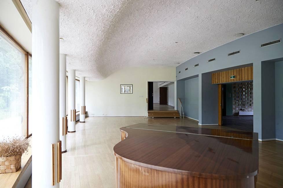 Veikko Leisténin suunnitteleman MTK-opiston vaikuttavin tila on alakerran lehtisali.