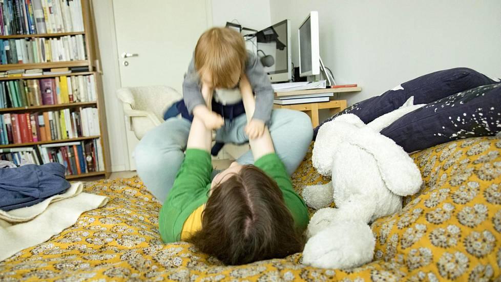 Hyvin moni kokee paineita vanhemmuudesta.