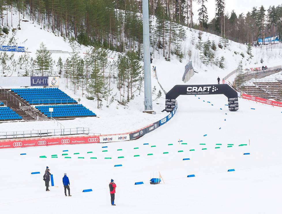 Lahden hiihtostadionin ns. J-mutka (kuvassa valaisinpylvään takana) on FIS n 697161f2e0