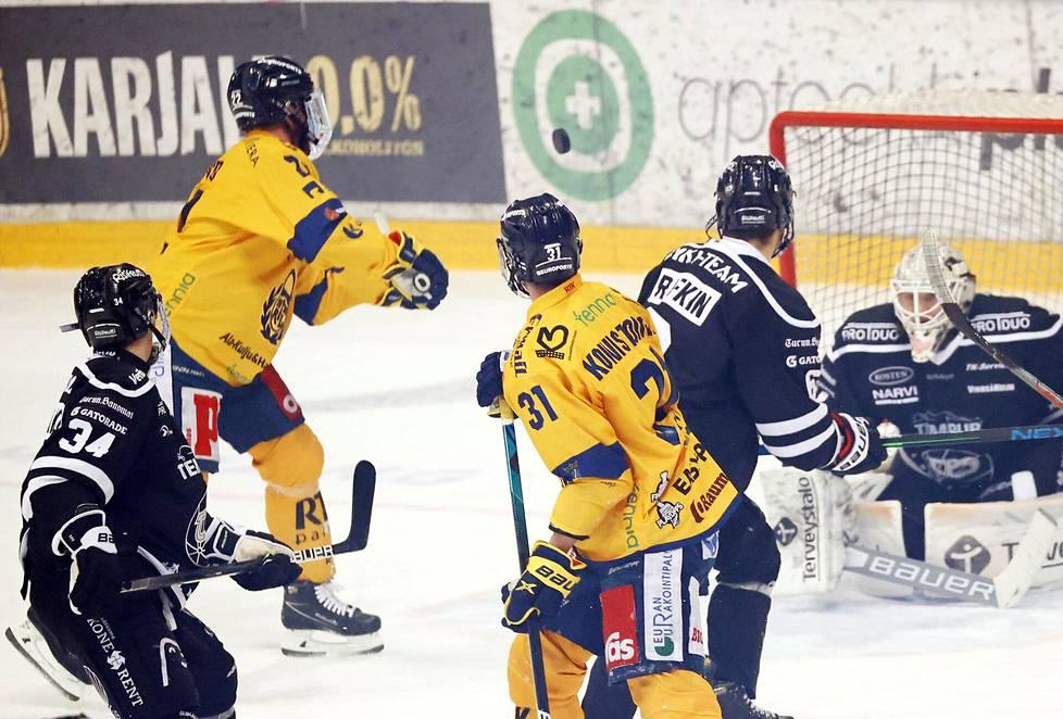 Toni Koivisto löi ilmasta Lukolle ensimmäisen maalin.