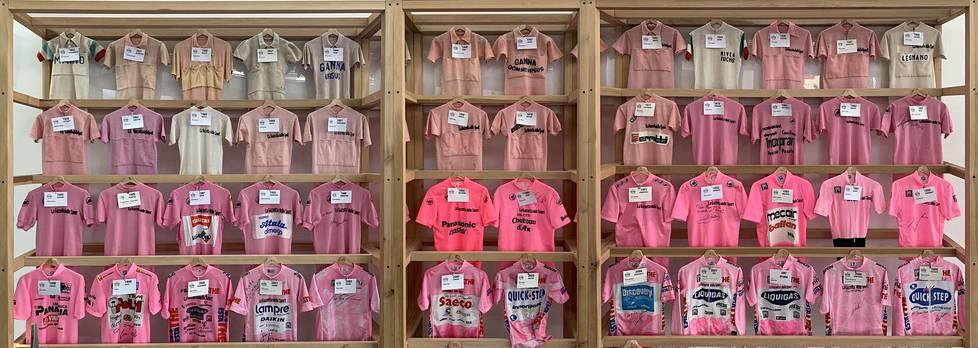 Ghisallon pyöräilymuseossa on esillä 56 maglia rosaa eri vuosikymmeniltä.