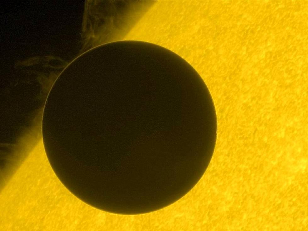 Venus on Maan naapuriplaneetta, Merkuriuksen jälkeen toinen planeetta Auringosta.
