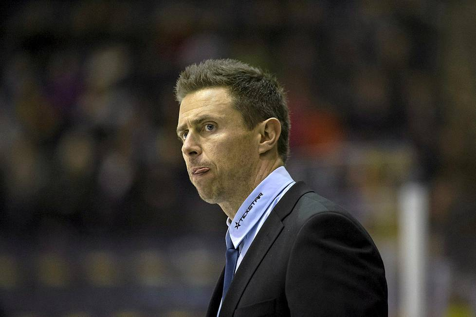 Valmentaja Jyrki Ahon arki on täynnä työtä ja paineita.