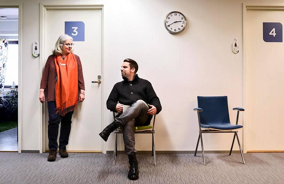 Nina Tapio on psykoterapeutti ja Ville Tapio ohjelmistokehittäjä. Yhdessä he johtavat Vastaamoa.
