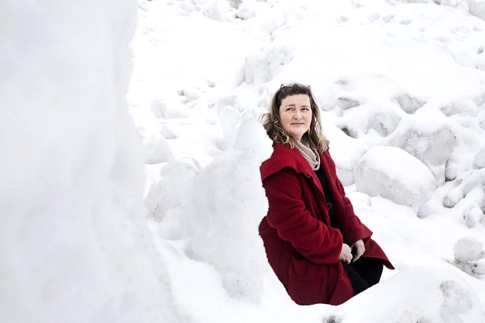 Psykologi Liisa Uusitalo-Arola kirjoitti kirjan työuupumuksesta. Kimmokkeena olivat omat uupumuksen kokemukset.