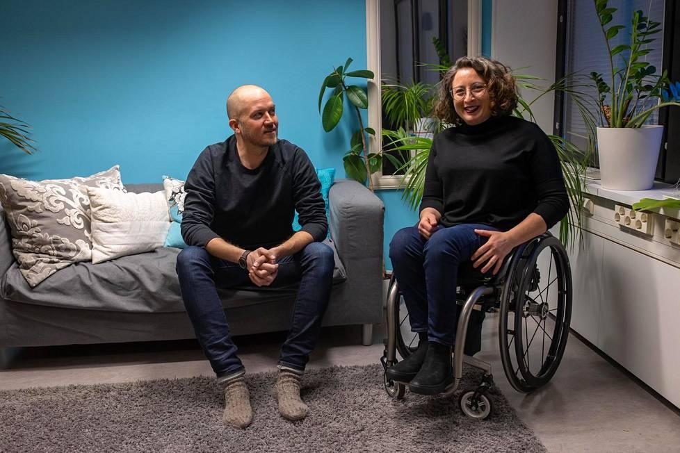 Tommy Lindgren ja Mina Mojtahedi kampanjoivat ihmisoikeuksista Suomen urheilussa.