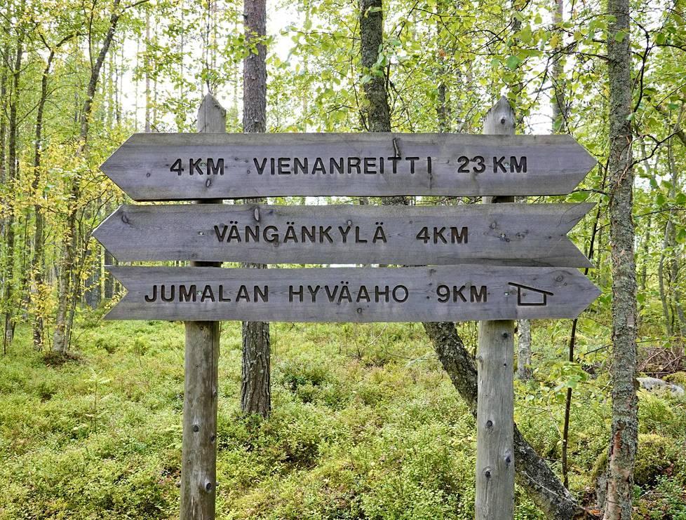 Vienalaiskylien lähiseudulta löytyy erilaisia retkeilyreittejä – myös runonkerääjien suosima Vienanreitti, joka lähtee Jängänkylästä.