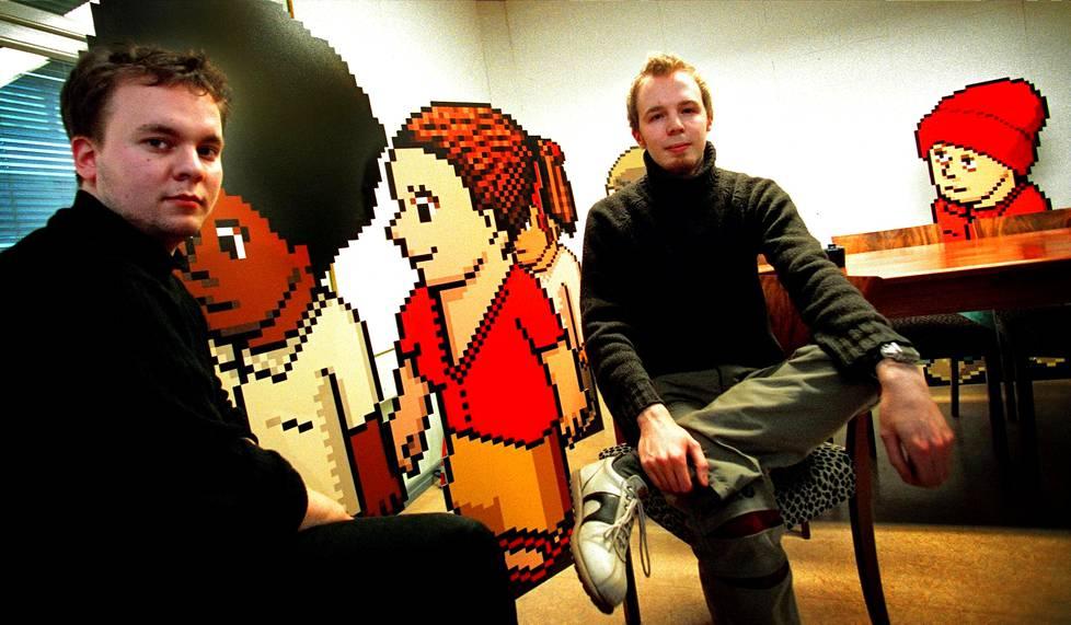 Aapo Kyrölä (vas.) ja Sampo Karjalainen perustivat Hotelli Kultakalan vuonna 2000. Kuva perustamisvuodelta.