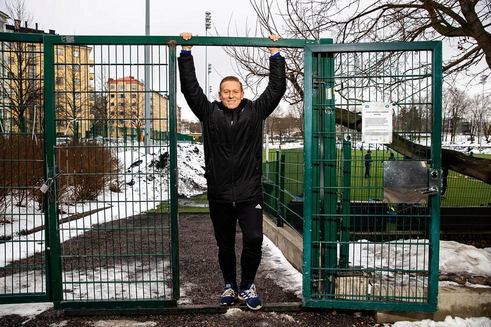 Mikael Forssell Saharan portilla Helsingin Töölössä.