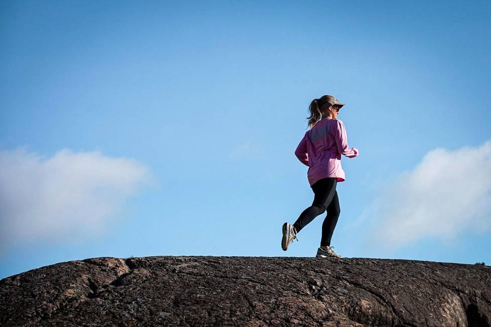 Jos juoksuharrastuksen haluaa saada kunnolla käyntiin, harjoittelun kannattaa olla monipuolista. Moni aloittelija tekee virheen siinä, että lenkit ovat aina samantehoisia.