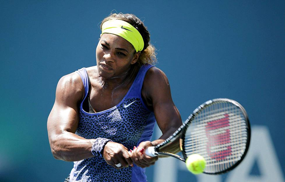 Serena Williams nousi turnausvoittoon Stanfordissa.