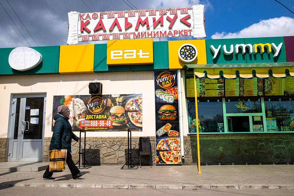 The sign of the old Greek restaurant Kalmius has remained in place, although the fast food restaurant Yummy Eat now operates in the business room.  Your employees are also of Greek descent.