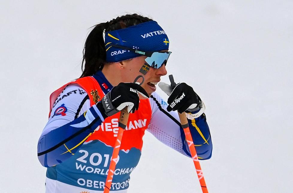 Toisen osuuden Ruotsin viestijoukkueessa hiihtänyt Charlotte Kalla oli erittäin pettynyt kisan jälkeen.