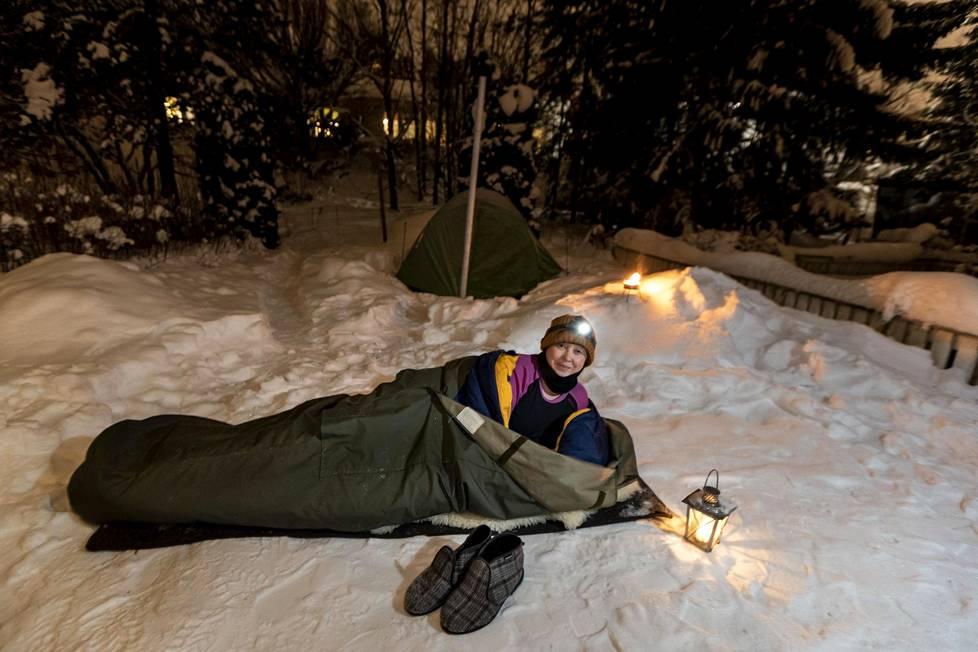 Suvi Björk kuvailee itseään talvi-ihmiseksi. Hän nukkuu yönsä taivasalla lähes 30 asteen pakkasissakin.