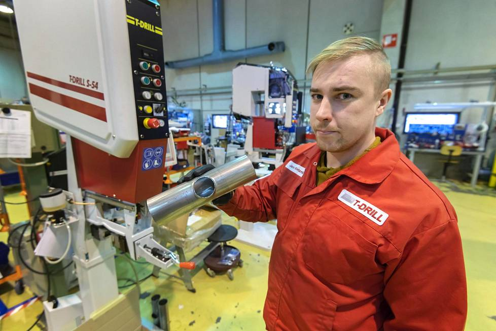 Laihialainen T-Drill valmistaa putkentyöstölaitteita, joita viedään joka puolelle maailmaa. Koneasentaja Jani Rintamäki työssään.