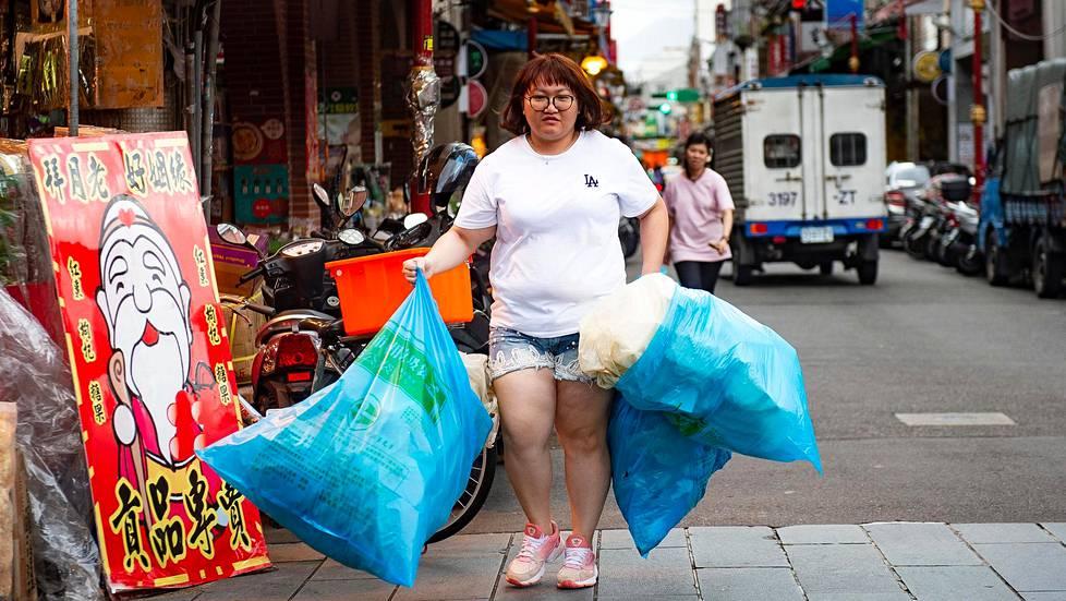 Taipeissa viralliset roskapussit ovat sinisiä.