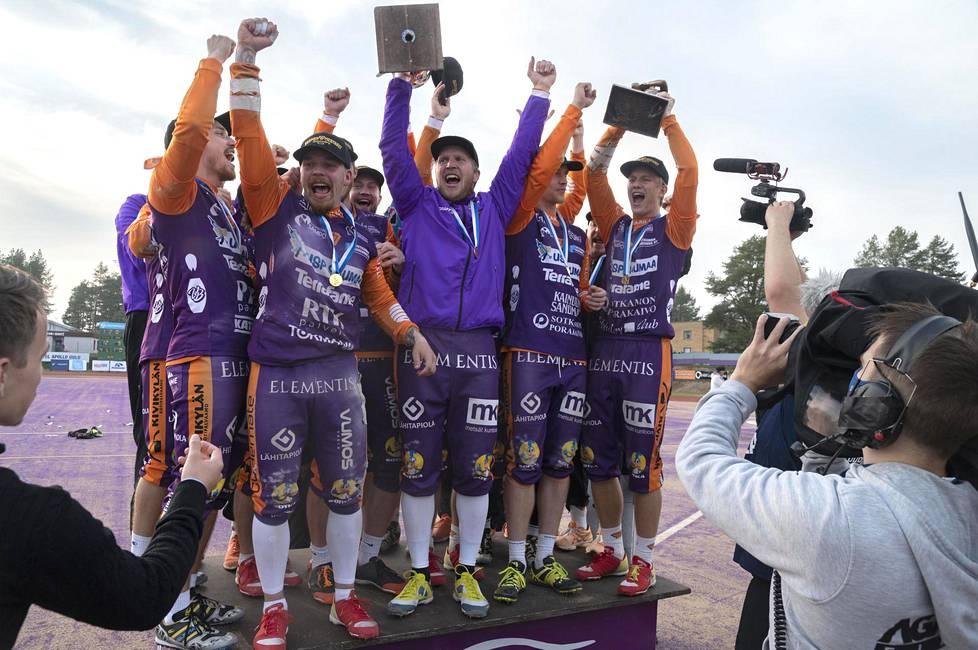 Sotkamon Jymy voitti pesäpallon SM-kultaa.