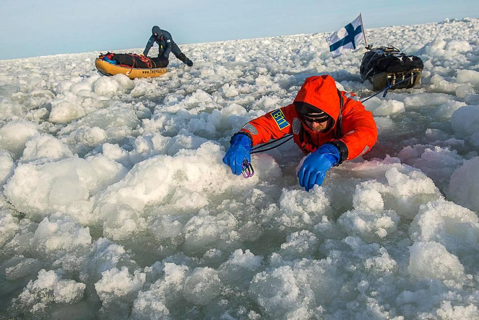 Laivaväylällä oli runsaasti jäälohkareita ja sohjoa, jossa eteneminen tapahtui lähinnä möyrimällä.