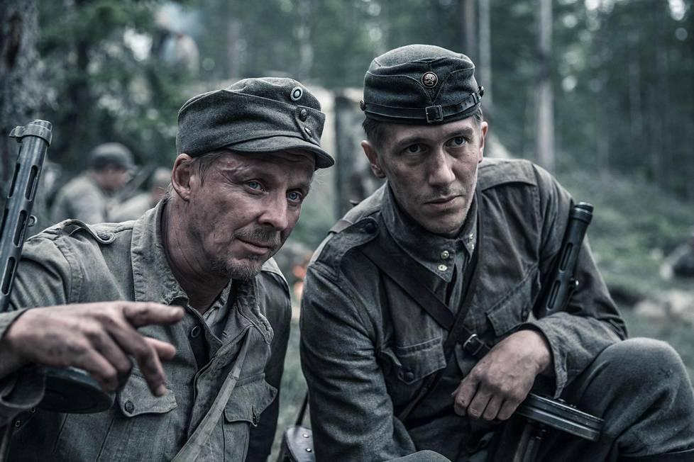 Eero Aho (vas.) on Rokka ja Jussi Vatanen Koskela uudessa Tuntematon-elokuvassa.