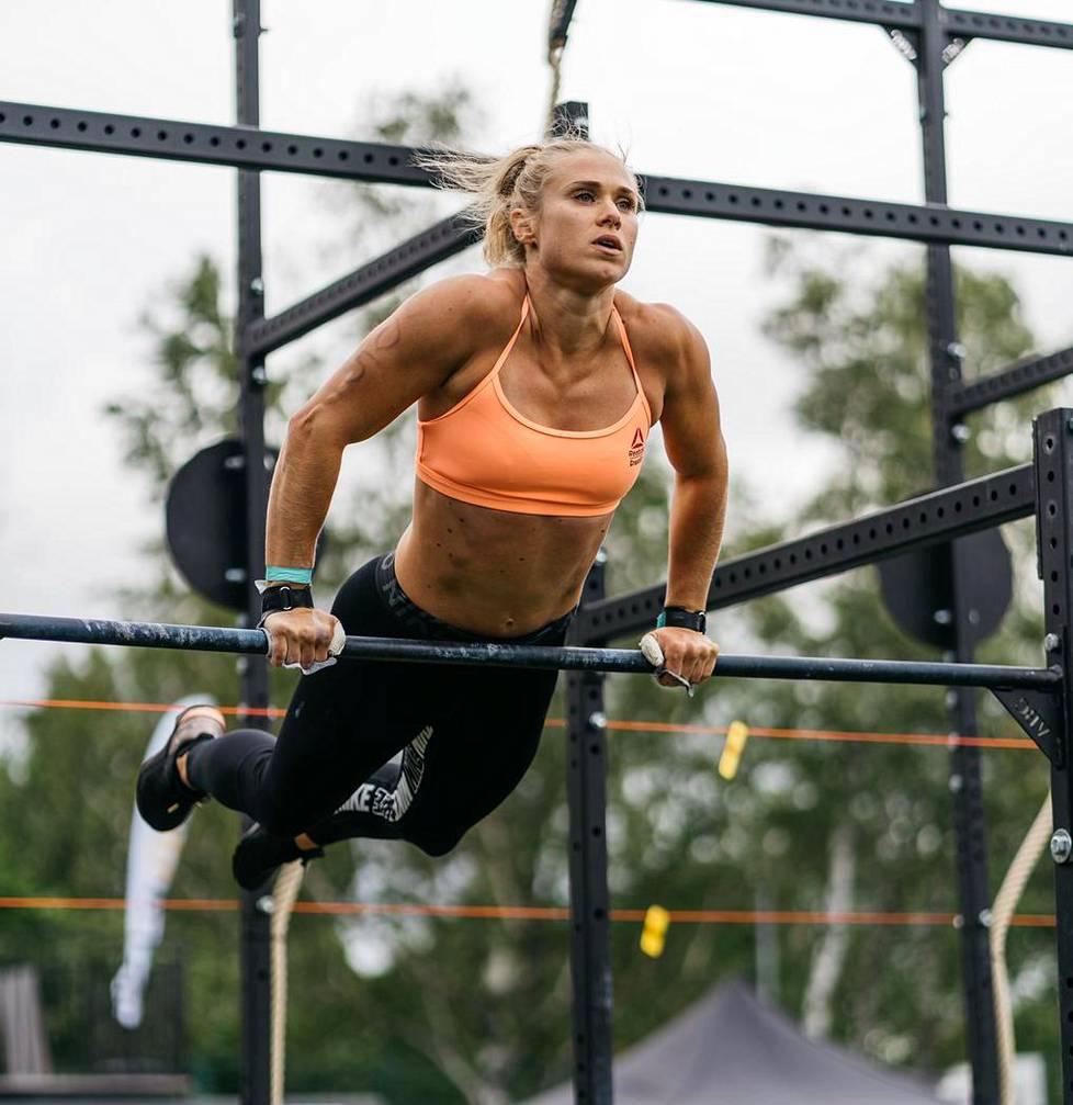 Emilia Leppänen on kilpaillut crossfitissä kahdeksan vuotta.