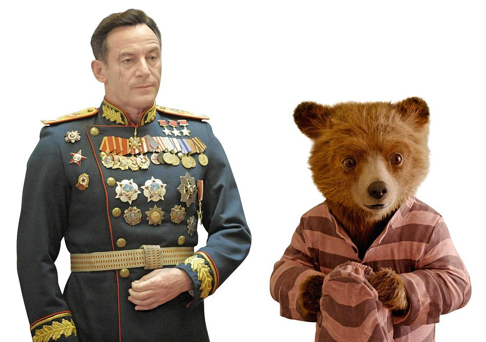 Georgi Žukov (Jason Isaacs) ja karhuherra Paddington.