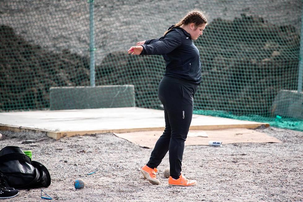 Silja Kosonen warmed up for throwing exercises.