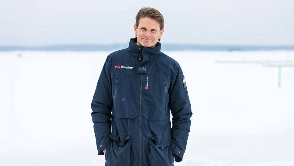 Marcus Grönholm viihtyy Inkoossa merenrannalla. Hän täyttää tänään 50-vuotta.