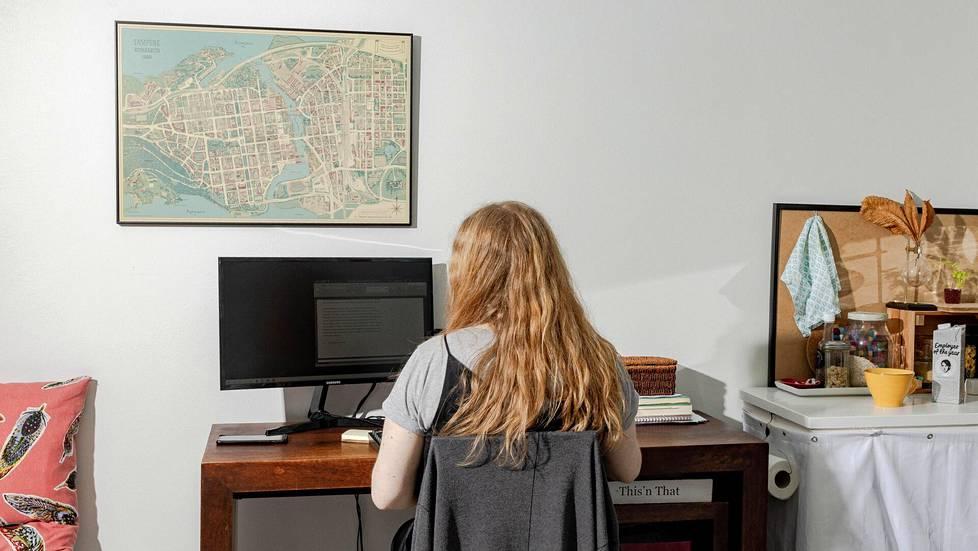 Sanni Häkkinen asuu yhdessä Hoasin halutuimmista opiskelija-asuntokohteista. Jutussa hän kertoo, millaista elämä on 29-neliöisessä yksiössä aivan Helsingin ytimessä.