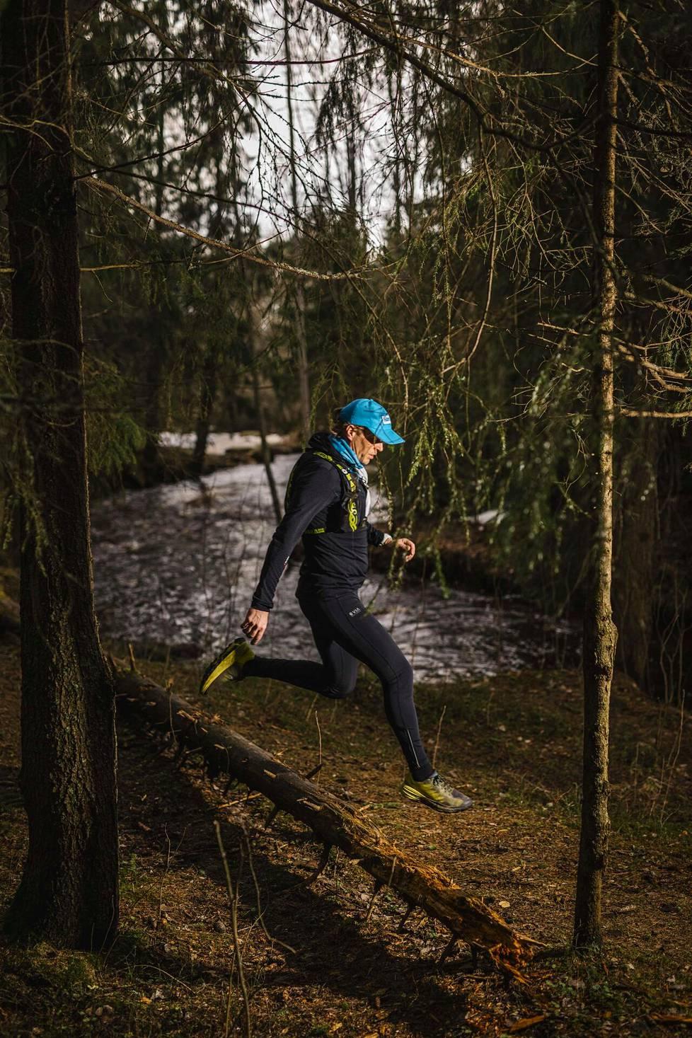 Polku-ultran juoksijat ovat usein ulkoilmaihmisiä, jotka kokeilevat rajojaan ja nauttivat luonnosta, sanoo Jarkko Aspegren.