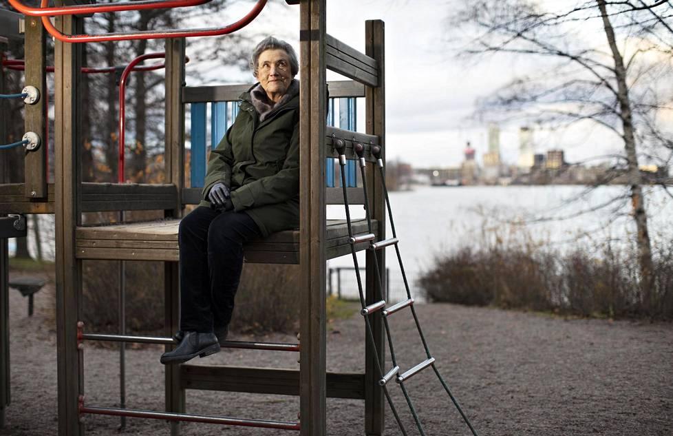 Tasa-arvon toteutuminen vaatii aktiivista työtä, sanoo emeritaprofessori Elina Lahelma.