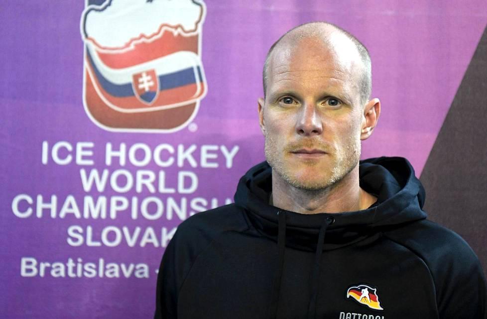 Entinen HIFK:n pelaaja Toni Söderholm valmentaa Saksaa MM-kisoissa.
