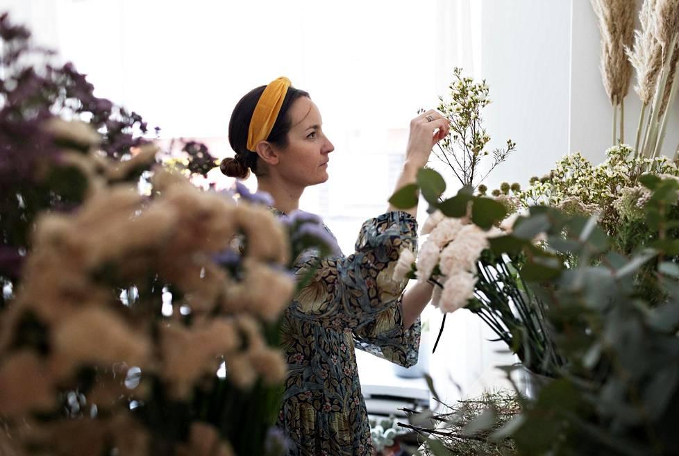 Natalie Sucksdorff avasi ensimmäisen pop up -kukkakauppansa sen jälkeen, kun hän oli käynyt viikon pikakurssin kukkien sidonnasta.