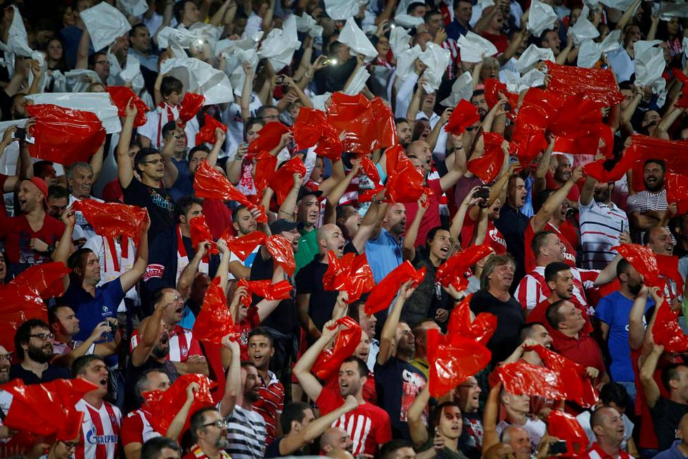 Punaisen tähden kannattajat kannustivat omaa joukkuettaan Mestarien liigan lohkovaiheen avauskierroksella ottelussa Napolia vastaan viime tiistaina.