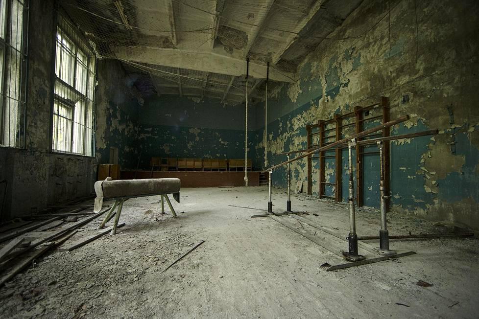 Aika on pysähtynyt 1980-luvulle Dugan tutka-aseman urheilukeskuksessa.