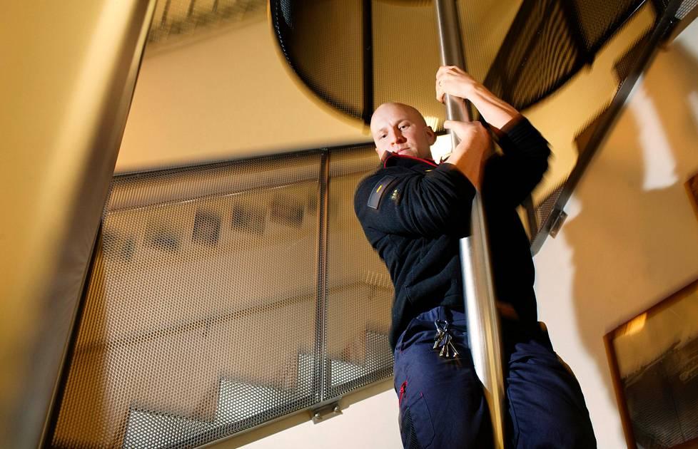 Palomies Teemu Sihvonen toimii välillä myös muuttomiehenä.
