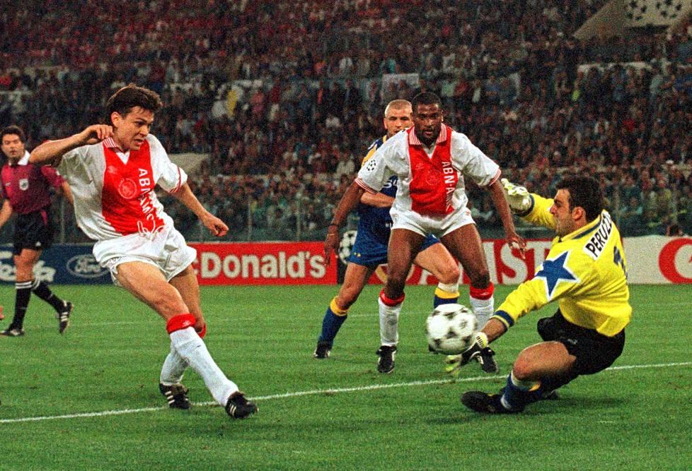 Vuoden 1996 Mestareiden liigan finaalissa Jari Litmanen teki Ajaxin ainoan maalin ohi Juventuksen maalivahdin Angelo Peruzzin. Juventus kuitenkin vei rangaistuspotkukisaan venyneen ottelun ja mestaruuden. Litmanen voitti liigan maalikuninkuuden yhdeksällä maalillaan.