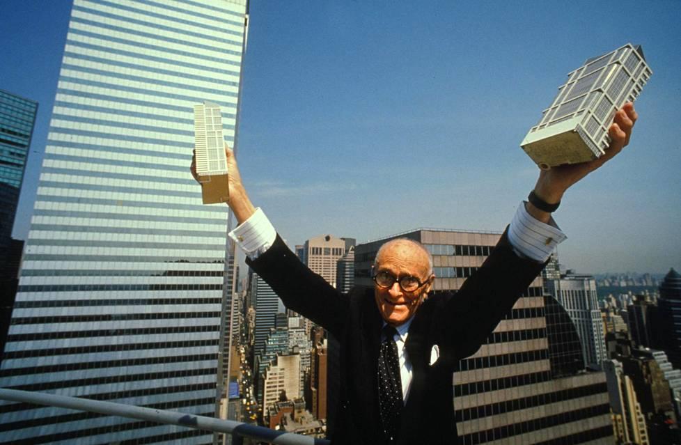 Philip Johnson suunnitteli useita pilvenpiirtäjiä Manhattanille New Yorkiin. Kuva vuodelta 1991.