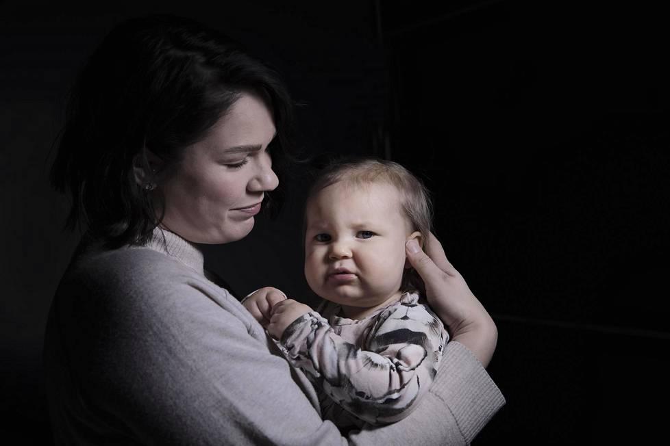 Hanna Ruususen kuopus Eveliina oli vauvana itkuinen ja kärsi vatsavaivoista. Perheen arjesta yövalvomisineen ehti tulla selviytymistaistelu, ennen kuin apu löytyi.
