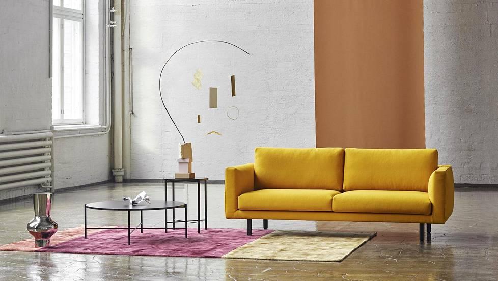 Hakolan sohvat verhoillaan nyt värikkäillä villakankailla. Cosy Pocket Wool -sohvassa on sahraminvärinen kangaspäällinen.