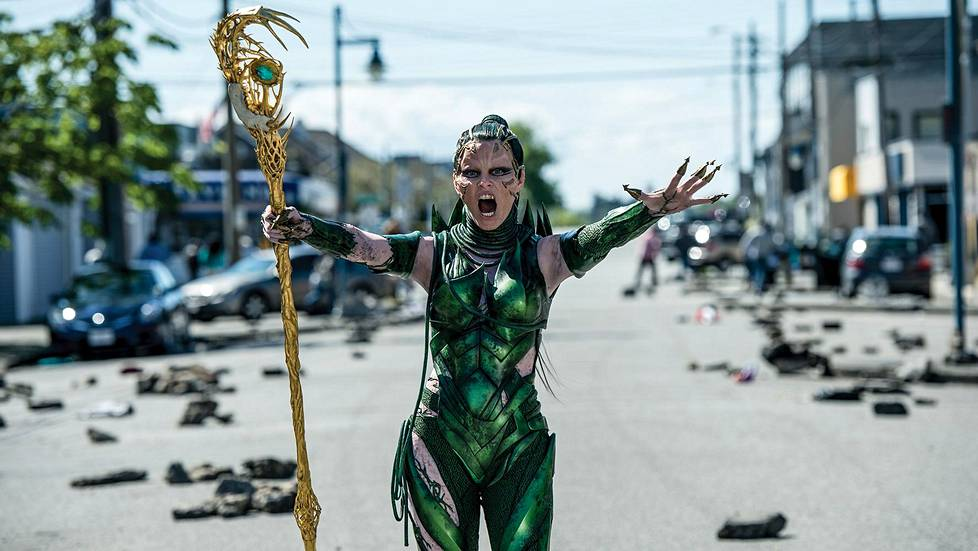 Elizabeth Banks on Power Rangersien arkkivihollinen Rita Repulsa.