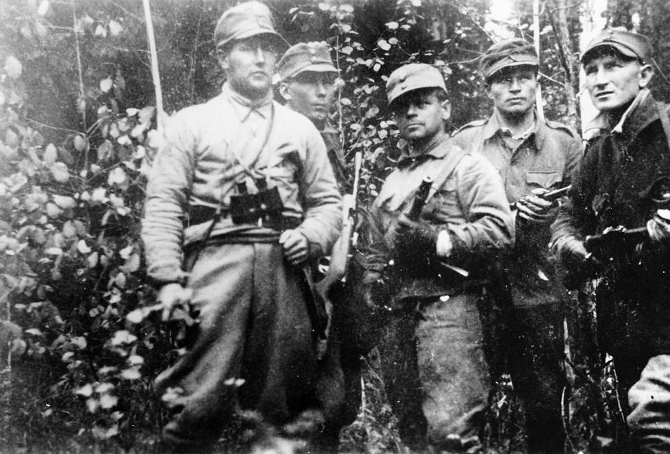 Partio lähdössä 18.9.1941. Kuvassa partion johtaja Arvo Pikkanen (vas.), Muisto Lassila, Antti Porvali, Urpo Lempiäinen (Esa Anttala) ja Mauri Kärpänen, joka myös kirjoitti sotakirjoja nimellä Mauri Ahtosalo.