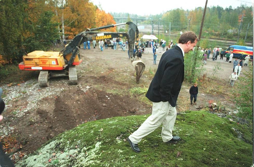 Harry Harkimo Hartwall-areenan rakennuspaikalla syksyllä 1995.
