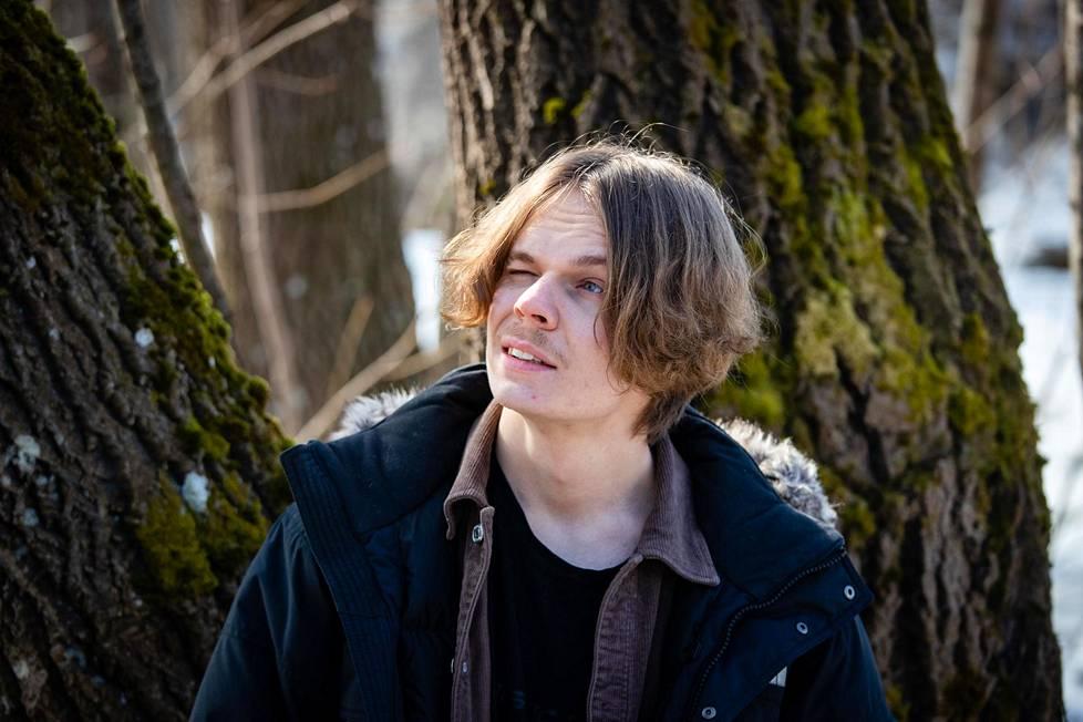 """Tubettaja Juuso """"Herbalisti"""" Karikuusi osallistui Selviytyjät Suomi -realityohjelman uusimmalle kaudelle."""