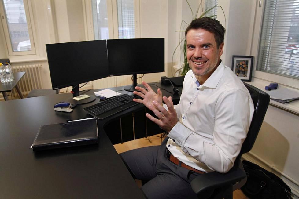 Jani Nikko opiskeli peliuransa ohessa ja jatkoi yliopistoon sen jälkeen. Nyt hän johtaa perustamaansa yritystä, joka huolehtii suomalaisten urheilijoiden rahastosijoituksista.