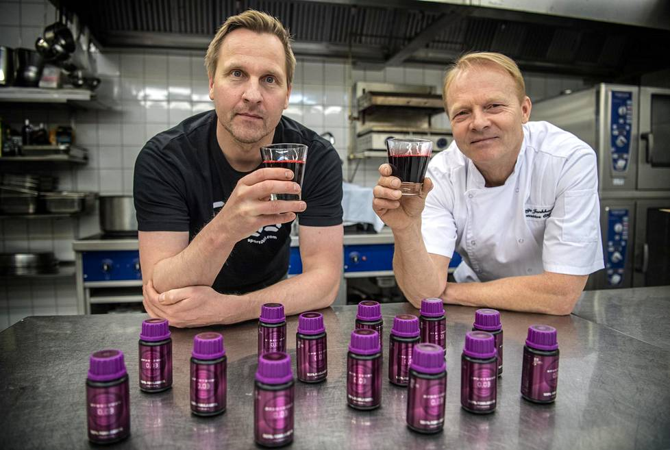 Antti Niemi (vas.) ja Reijo Junkkari aikovat valloittaa urheilumaailman punajuurijuomallaan.