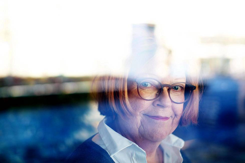 Dosentti Tuula-Riitta Välikoski on tutkinut työkseen kuuntelemista Tampereen yliopistossa. Hän pitää itseään kärsimättömänä kuuntelijana.
