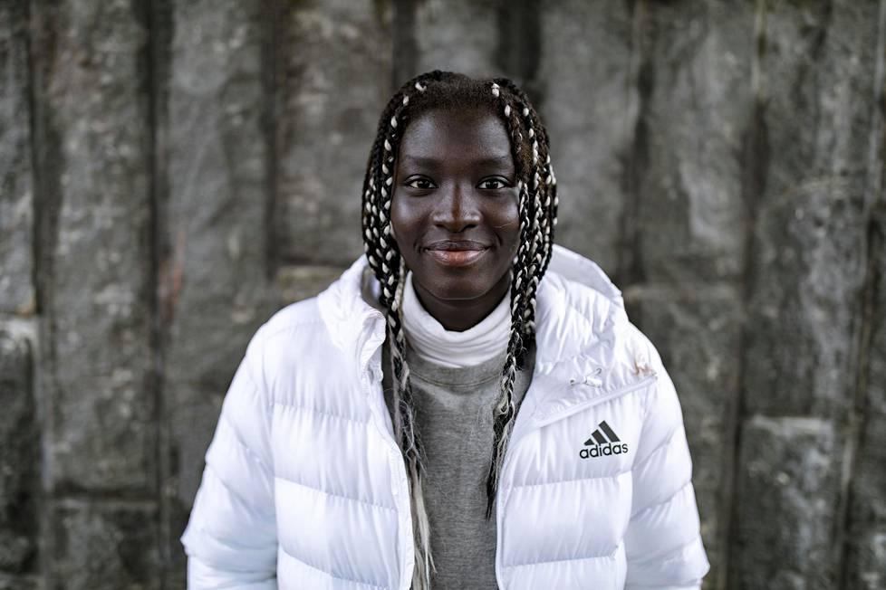 Koripalloilija Awak Kuier valittiin viime vuonna HS:n urheilutoimituksen vuoden lupaukseksi.
