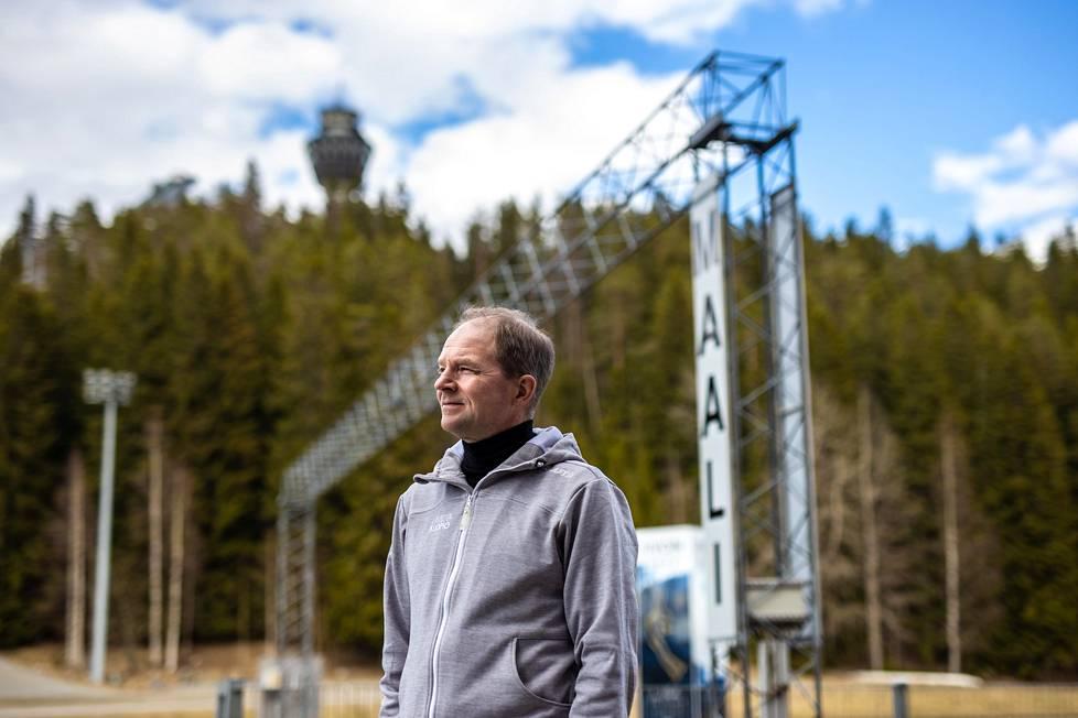 Puijon hiihtostadion on Mika Venäläiselle tuttu työympäristö, mutta viereisiä maastoja hän pitää itselleen henkireikänä.