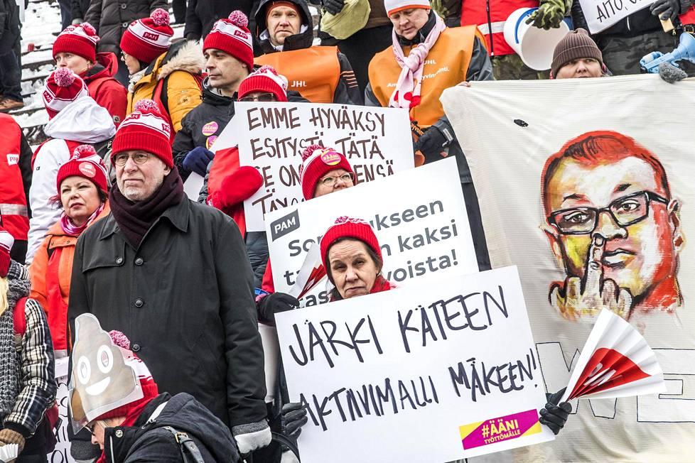 Helmikuussa  2018 SAK järjesti mielenilmauksen Juha Sipilän hallituksen kehittämää aktiivimallia vastaan.