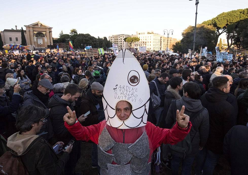 Sardiiniliikkeen kannattaja Roomassa joulukuun puolivälissä.